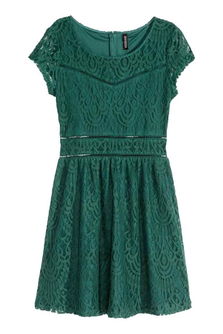 robe en dentelle  robe  u00e0 manches courtes en dentelle  mod u00e8le avec d u00e9coupe  u00e0 la taille et jupe