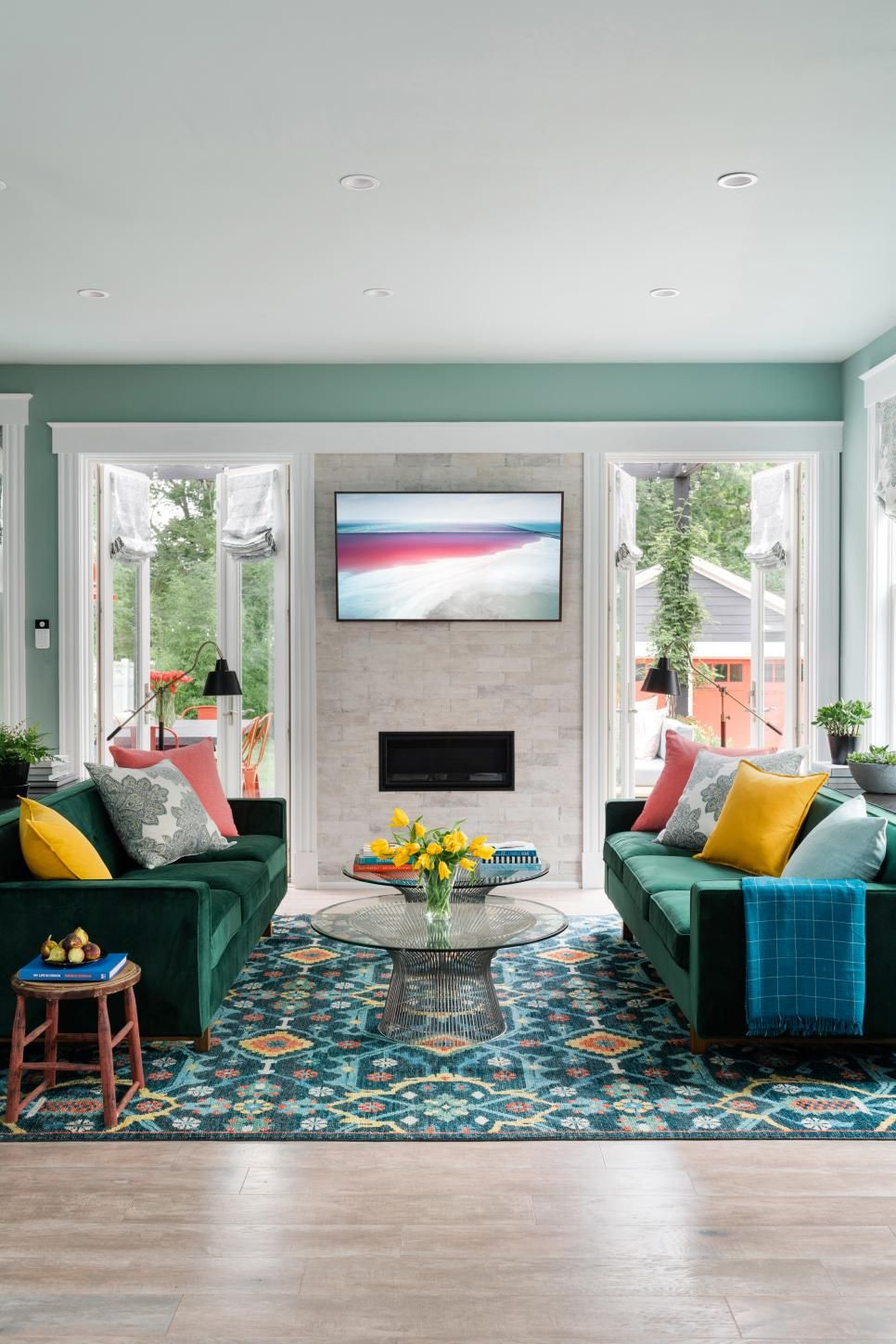 Hgtv Small Spaces Living Rooms: Living Room Pictures From HGTV Urban Oasis 2018