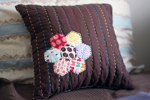 hand quilting and those dang hexies...I'm in loooove!