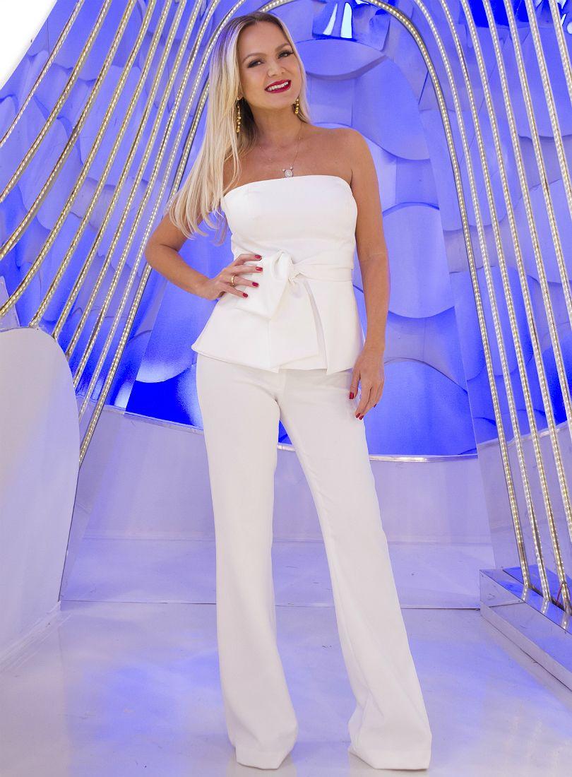 7a56ce214c Calça e blusa peplum - Look branco total da Eliana