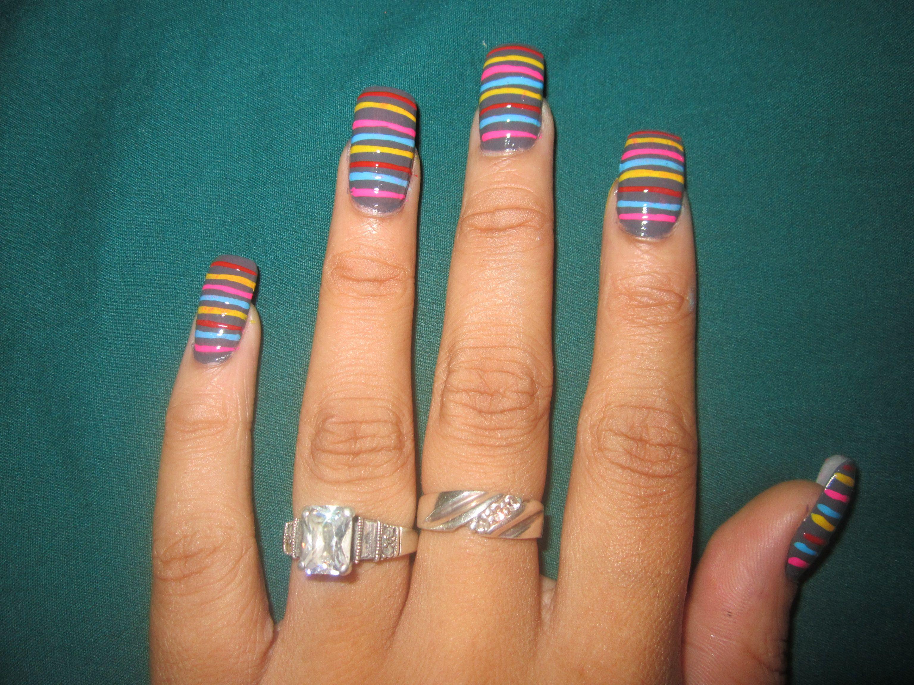 Diseño De Uñas Rayas De Colores | Uñas para quinceañeras ...