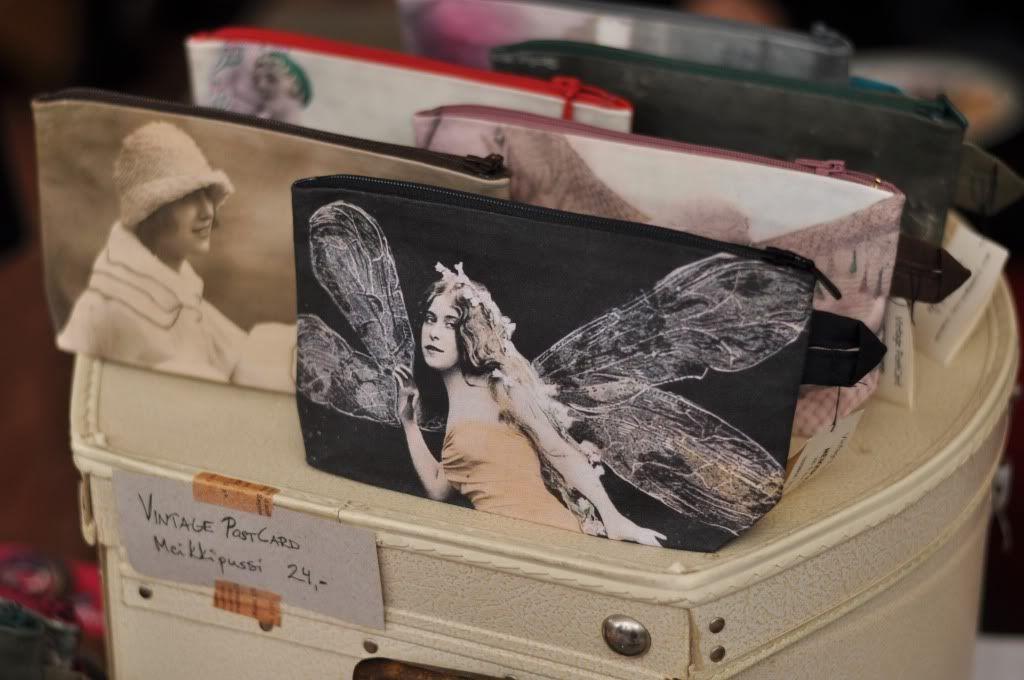 Vintage PostCard -meikkipusseja / makeup bags. moumou DESIGN