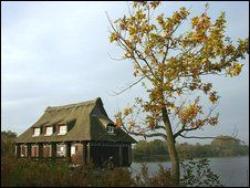 Ranworth Broad & NWT Floating Visitor Centre (Photo: Barry Madden)