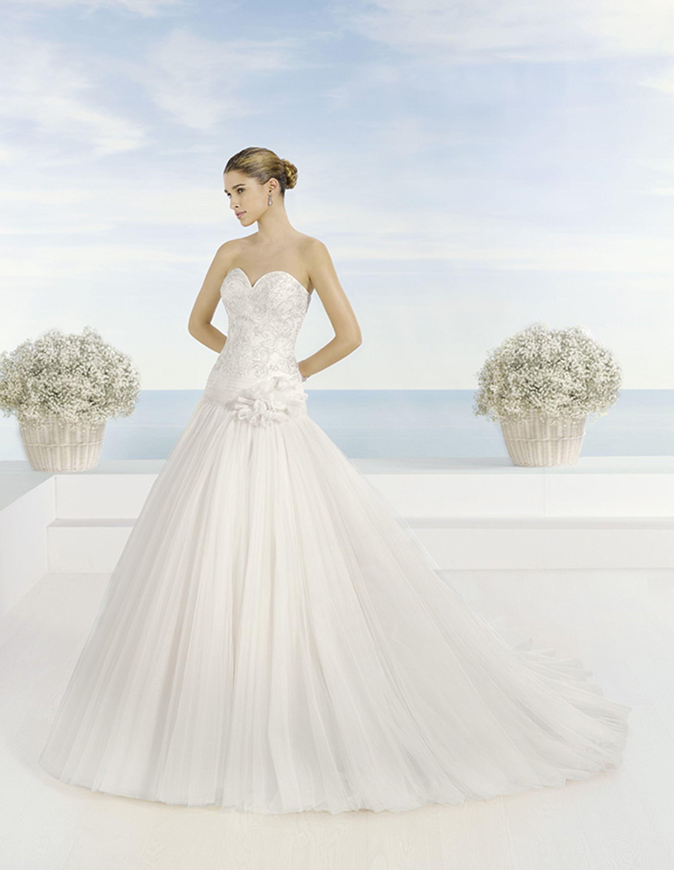 Vestido de novia Luna Novias modelo Temis disponible en la tienda de ...