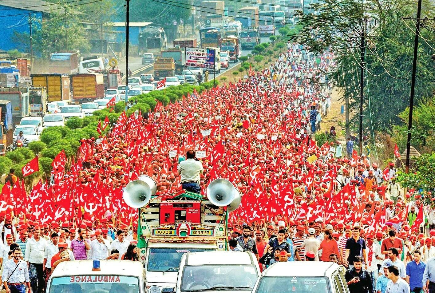 After Walking 200 Km The Red Sea Of More Than 50 000 Farmers Have Reached Mumbai S Azad Maidan Now Asking For Their Rightful Compen Farmer Maharashtra India