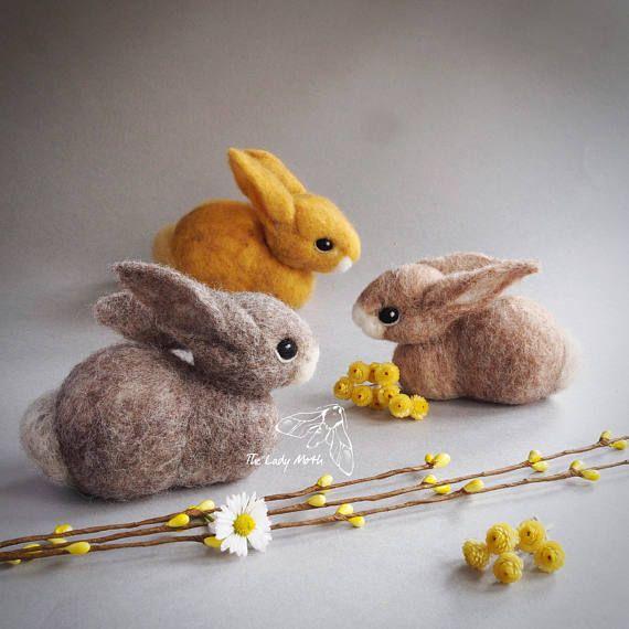 Ähnliche Artikel wie Nadel gefilzt Hase Skulptur von der Dame Nachtfalter - süße mit der Nadel gefilzt Hase - UK auf Etsy