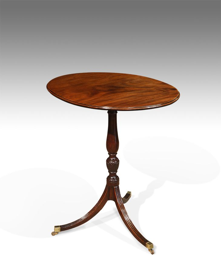 Merveilleux Antique Oval Lamp Table