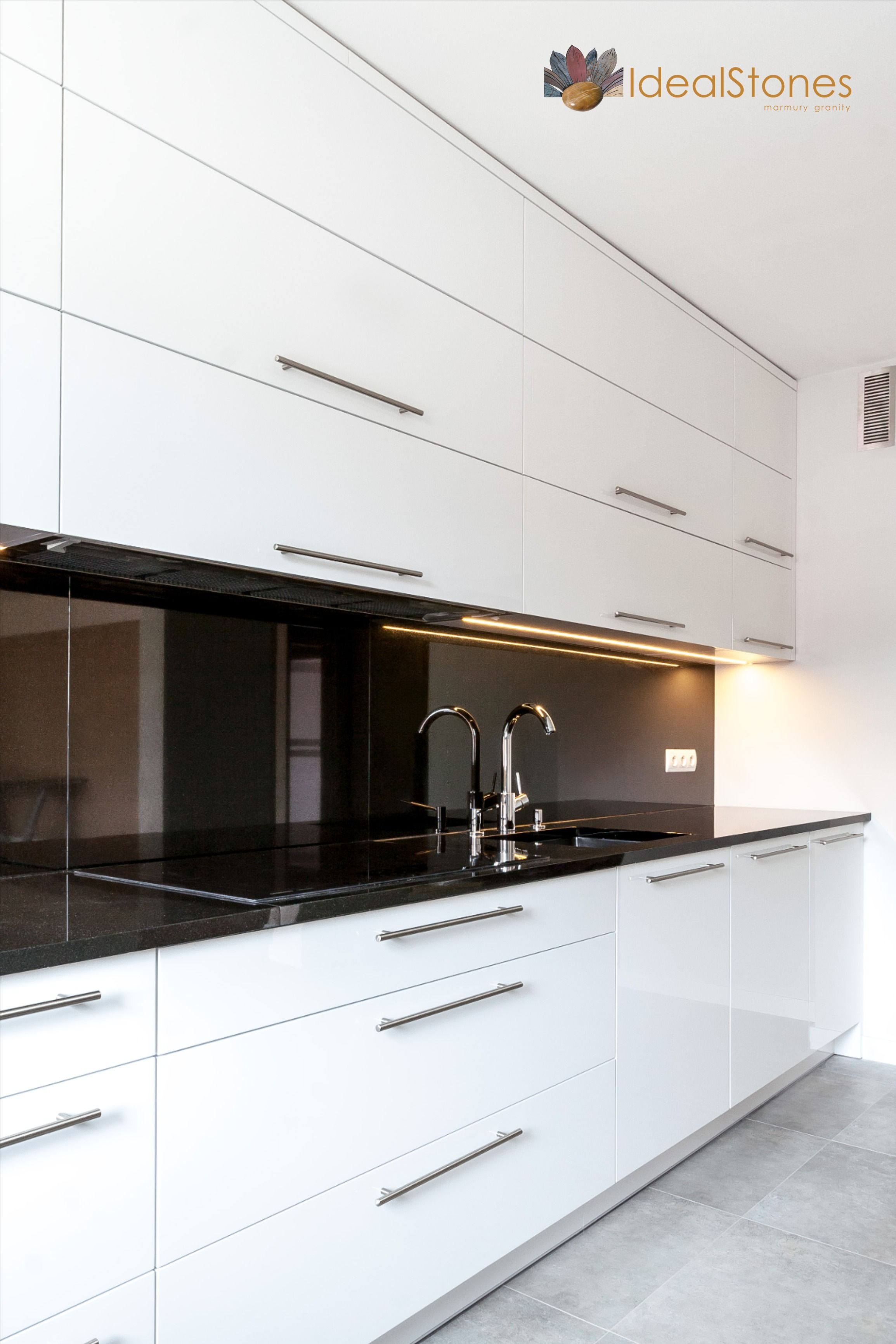 Blat Granitowy I Panel Scienny W Kolorze Czarnym Z Kamienia Naturalnego Do Kuchni Kitchen Kitchen Cabinets Decor