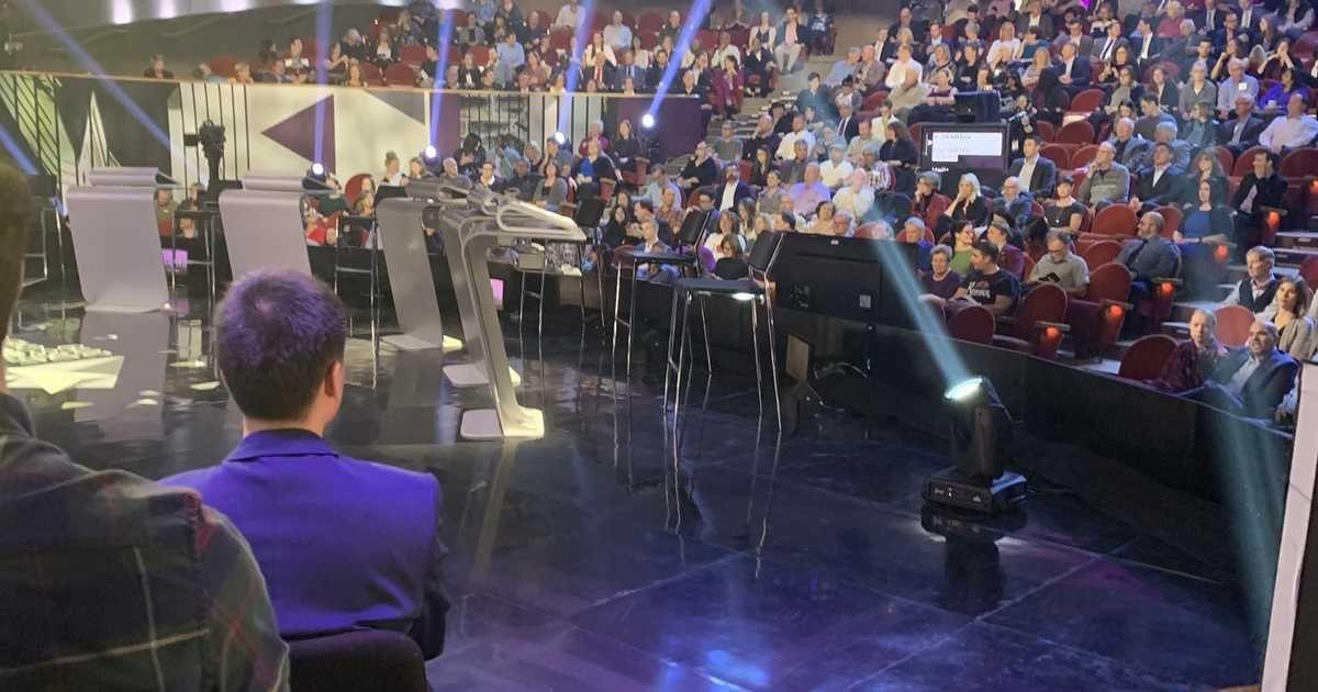 The Audience For The Leaders Debate Isn T Very Full It S Noticeable Debate Audience Political Debate
