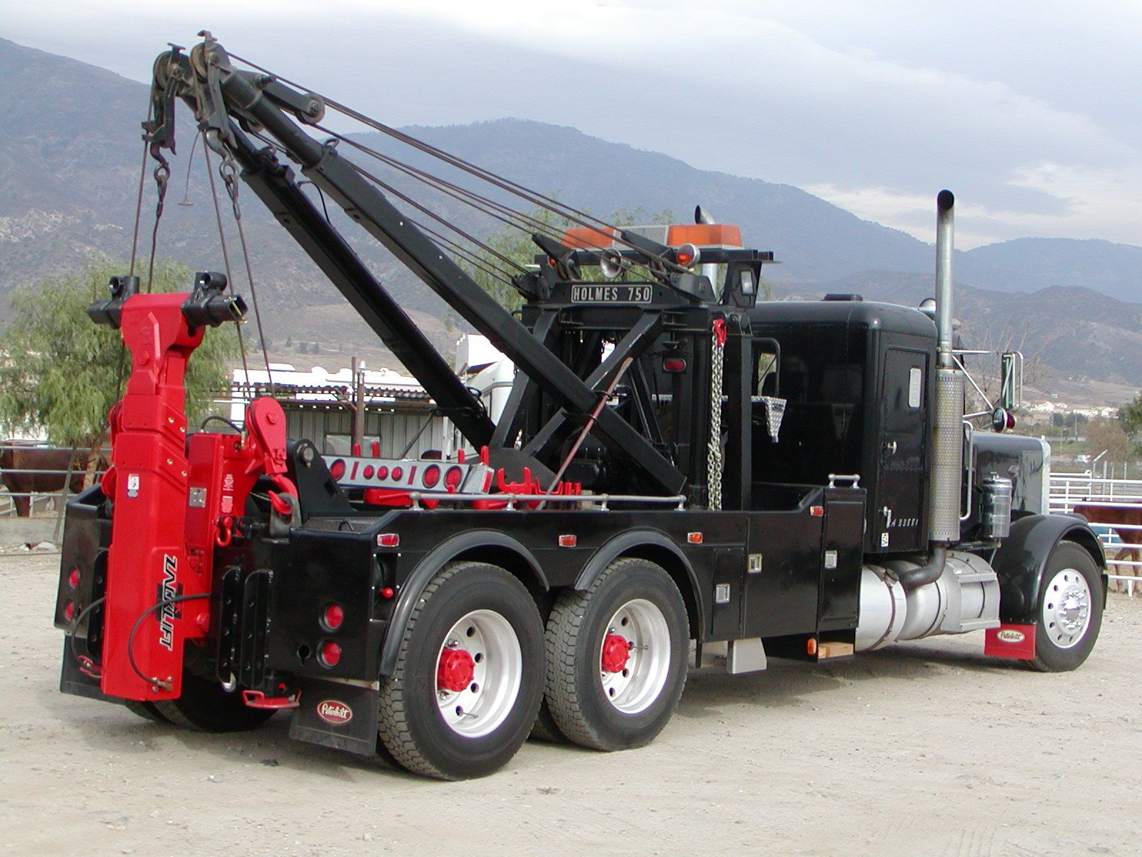 L8000 ford with a holmes 750 wrecker old trucks pinterest ford tow truck and ford trucks