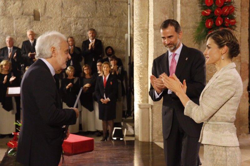 Los Reyes aplauden a Ramón Andrés tras recibir el premio de manos de Don Felipe. Monasterio de San Salvador de Leyre (Navarra), 10.06.2015
