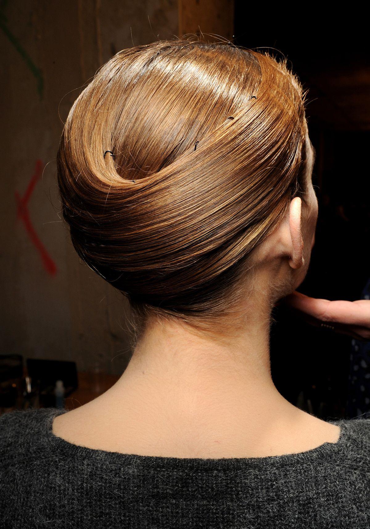 Haute Couture : le chignon roi | Idées cheveux longs, Idées de coiffures, Produits capillaires
