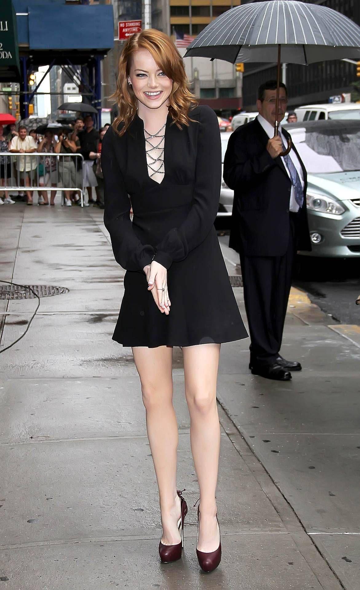 "5aaa0ac32f57 celebrity-legs  ""Emma Stone """