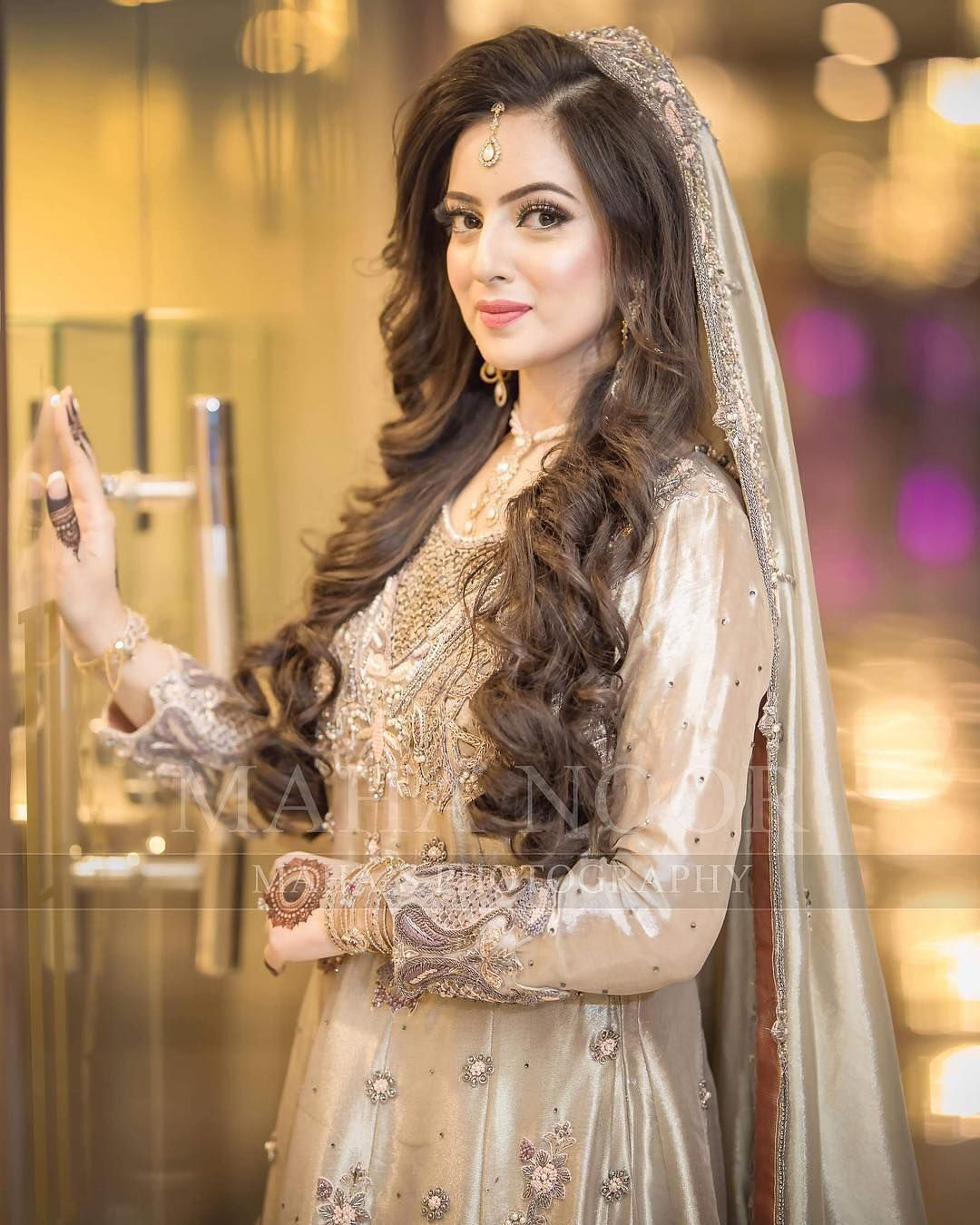 Brides Dulhan From Pakistan And India Mostly On Their Valima Nikah Or Celeberate This Ceremon Bridal Dresses Pakistan Pakistani Bridal Hairstyles Nikah Dress
