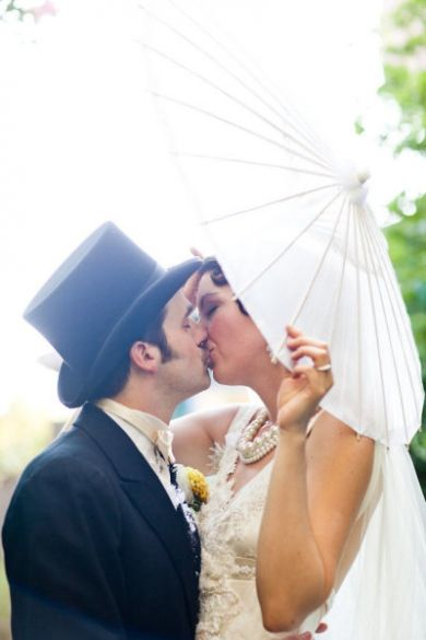 Vintage Inspiration: Sealed with a very vintage kiss! (Photo from Dream A Little Dream Events)