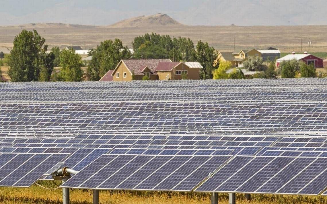 A New Crop Is Now Growing In Idaho Solar Energy Solar Solar Farm Solar Energy