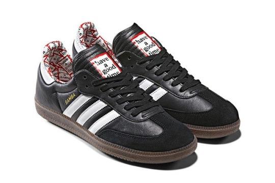 adidas nere con strisce bianche