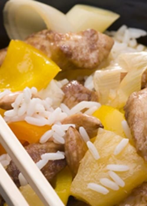 Frango agridoce com pimentos e ananás