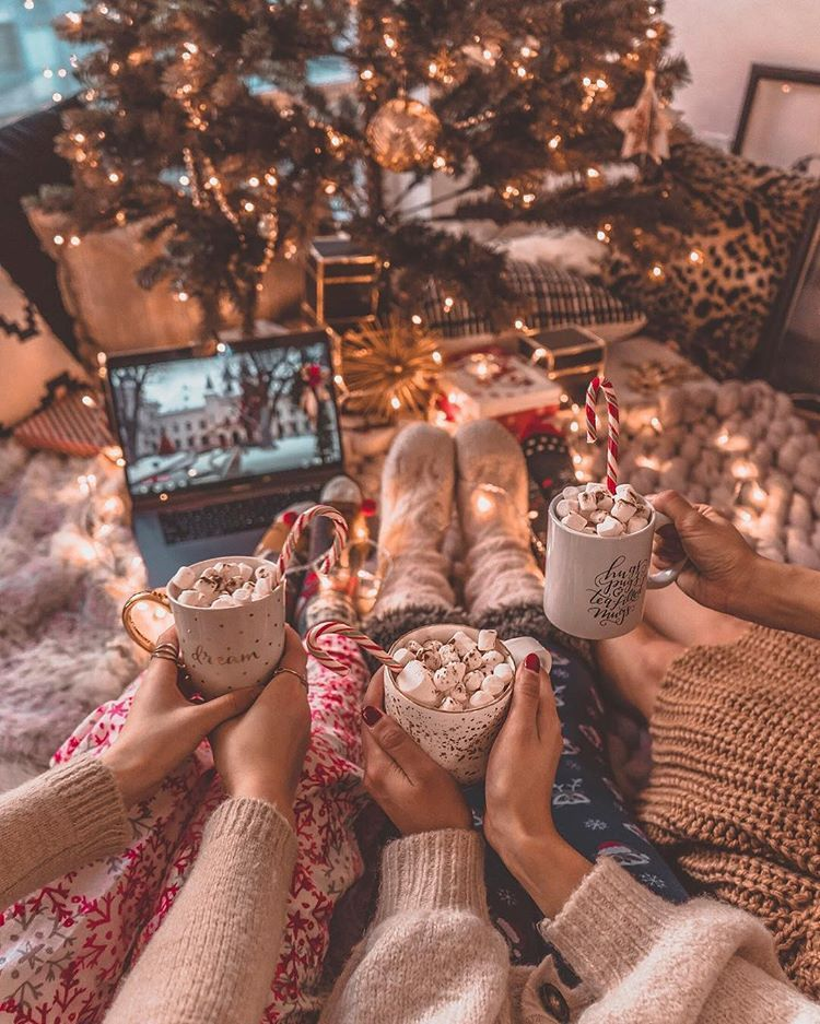 Who Would You Like To Spend Your Christmas Holidays With Credit Thelustlistt Americanstyle Bestf Besties Christmas Christmas Pictures Friends Bff Christmas