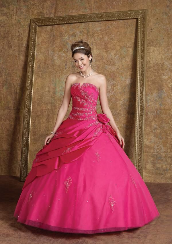This ball gown is so gorgeous ! I want one for my wedding day or ...