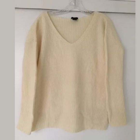 THEORY Cream 100% Wool V Neck Ribbed Sweater Fabulous super soft ...