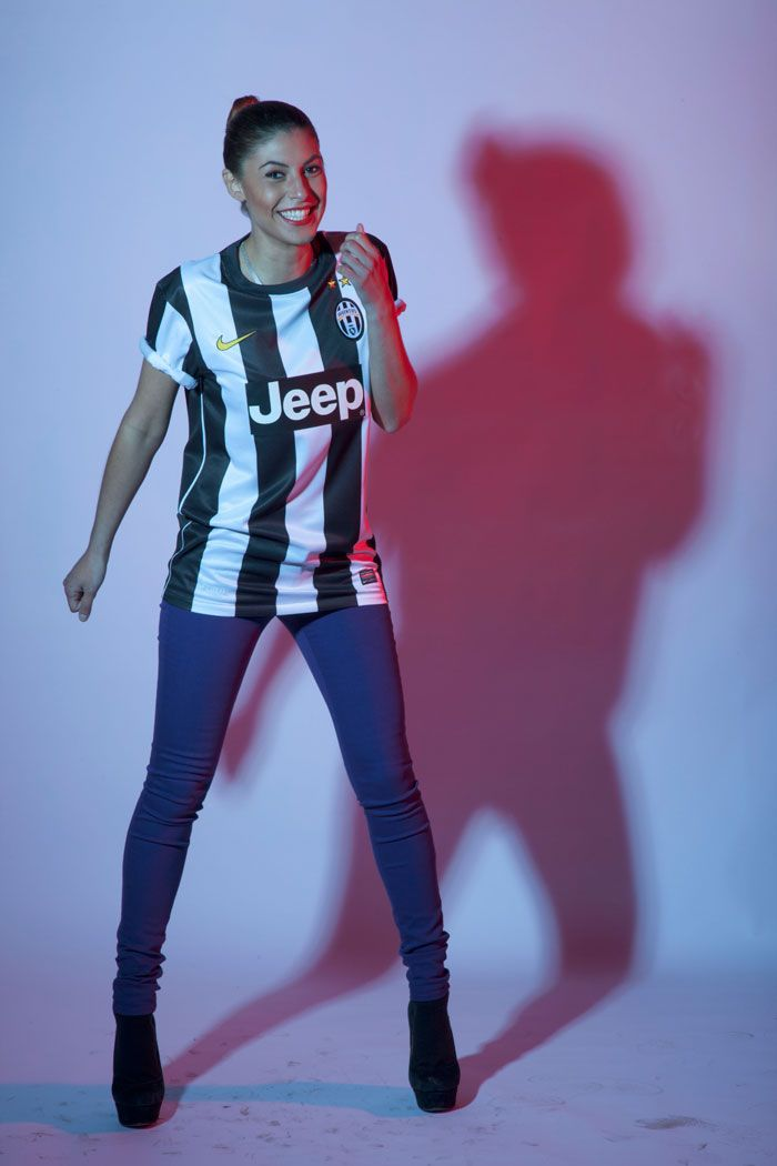 competitive price eb356 0190e Juventus girl with a smile | Soccer jersey Fashion ...