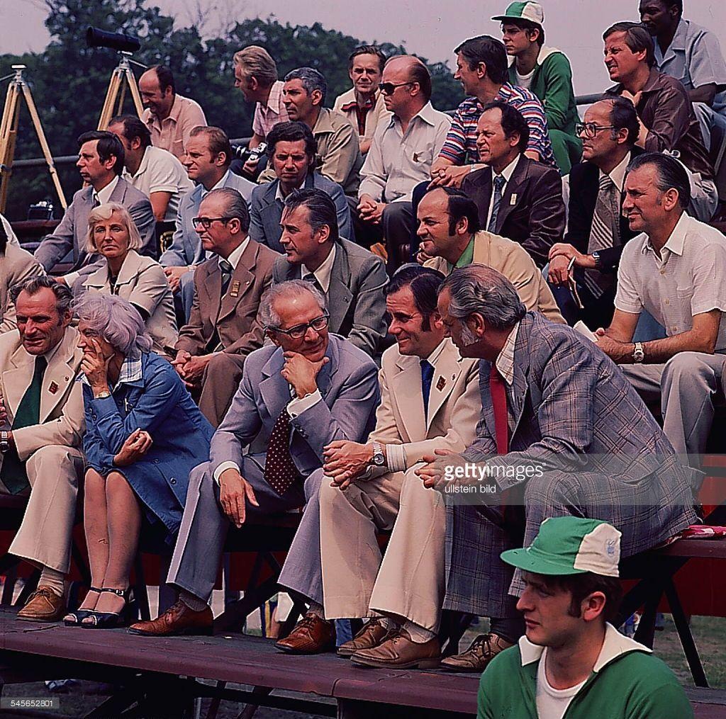 in der Mitte v.l. Margot,Erich Honecker, Manfred Ewald- Juli 1977