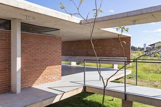 Galer a de casa vila rica bloco arquitetos 21 xochi for Decoracion de casas brasilenas