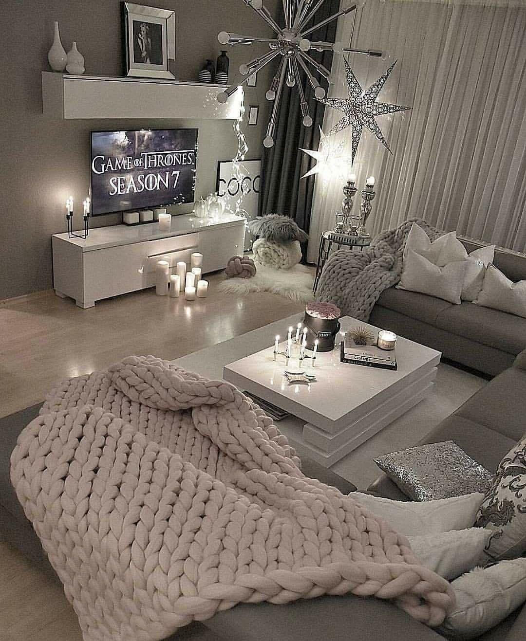What A Fun And Cozy Living Room Livingroom Living Room Designs Apartment Decor Room Decor
