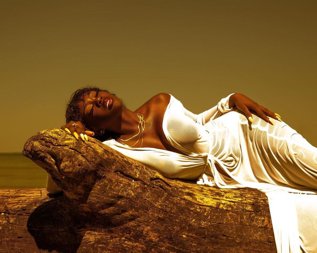 Model: @yanjusofine_Photography:@tayojr - #adeleke #adeyanju #beautiful #beautyofawoman #black #blackout #brilliant #dcmodel #dcphotographer #ebony #ebonyportraits #educatedblackwomen #is #melanin #melaninmagic #motd #potd #queens #she #tayojr #yanjusofine_ #yanjustephens
