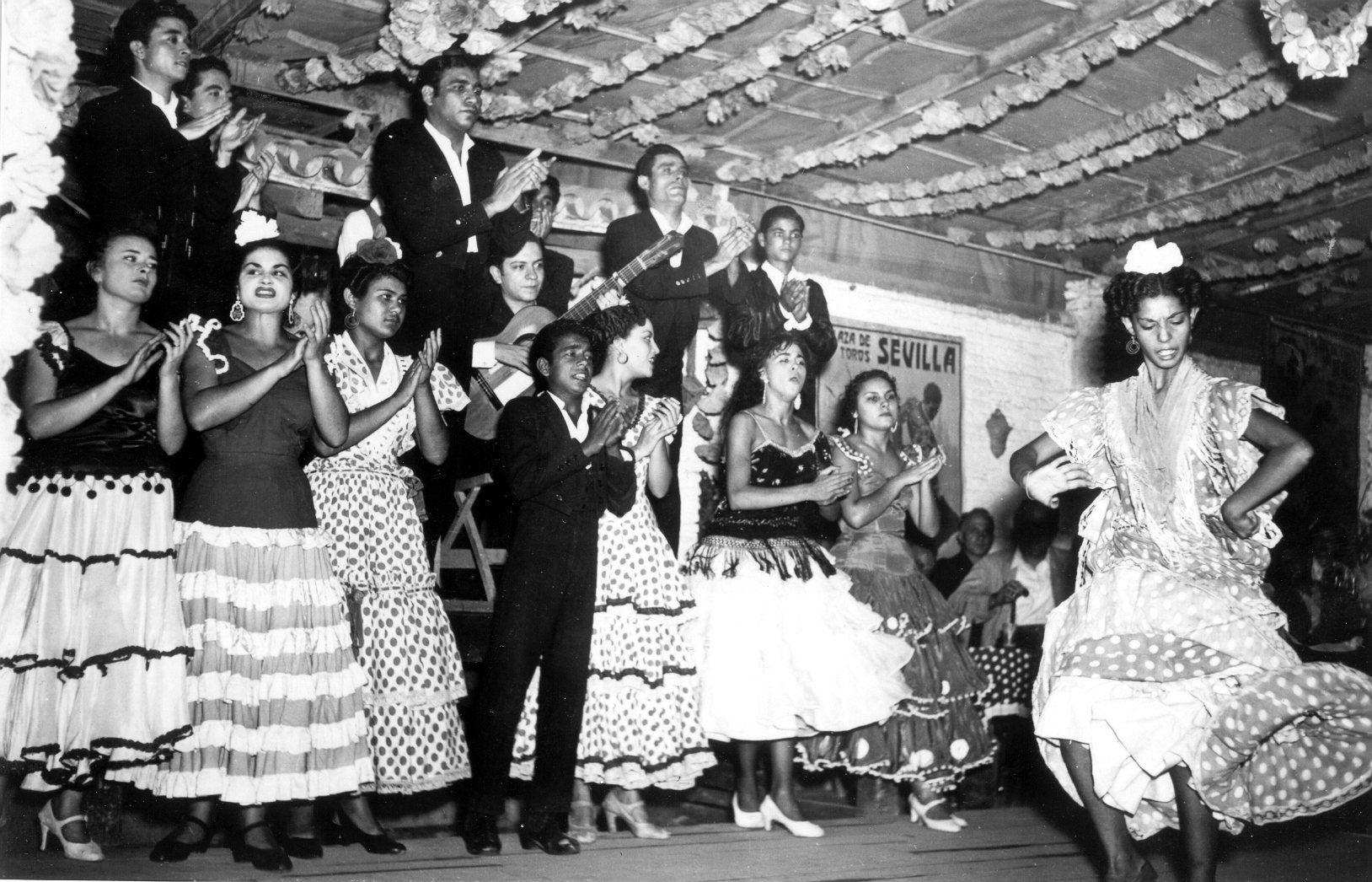 Fotos Antiguas Del Tablao Flamenco El Patio Sevillano Tablao Flamenco Fotos De Gitanos Fotos Antiguas