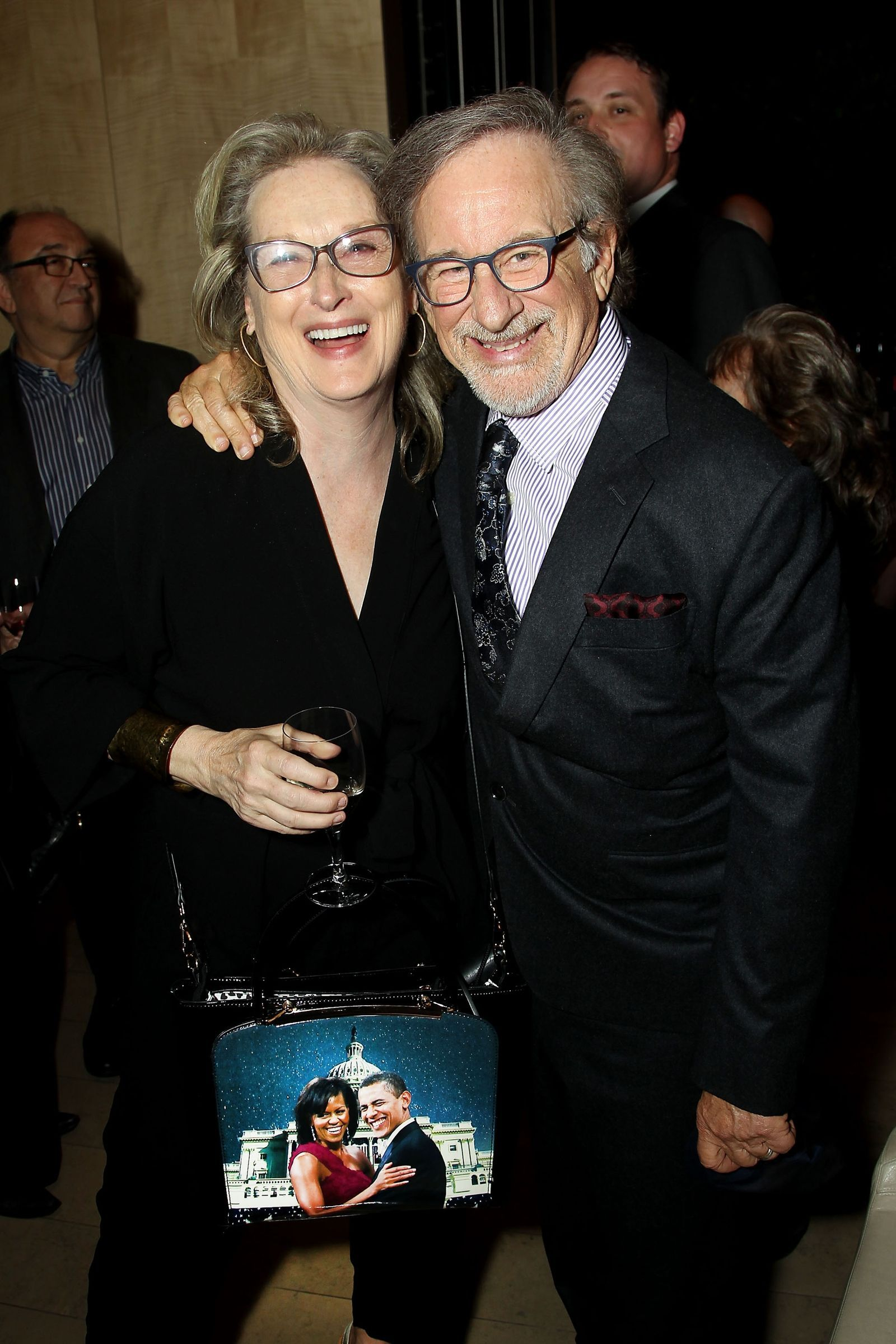 Watch Meryl Streep has a handbag with Michelle and Barack Obama's faces on it video