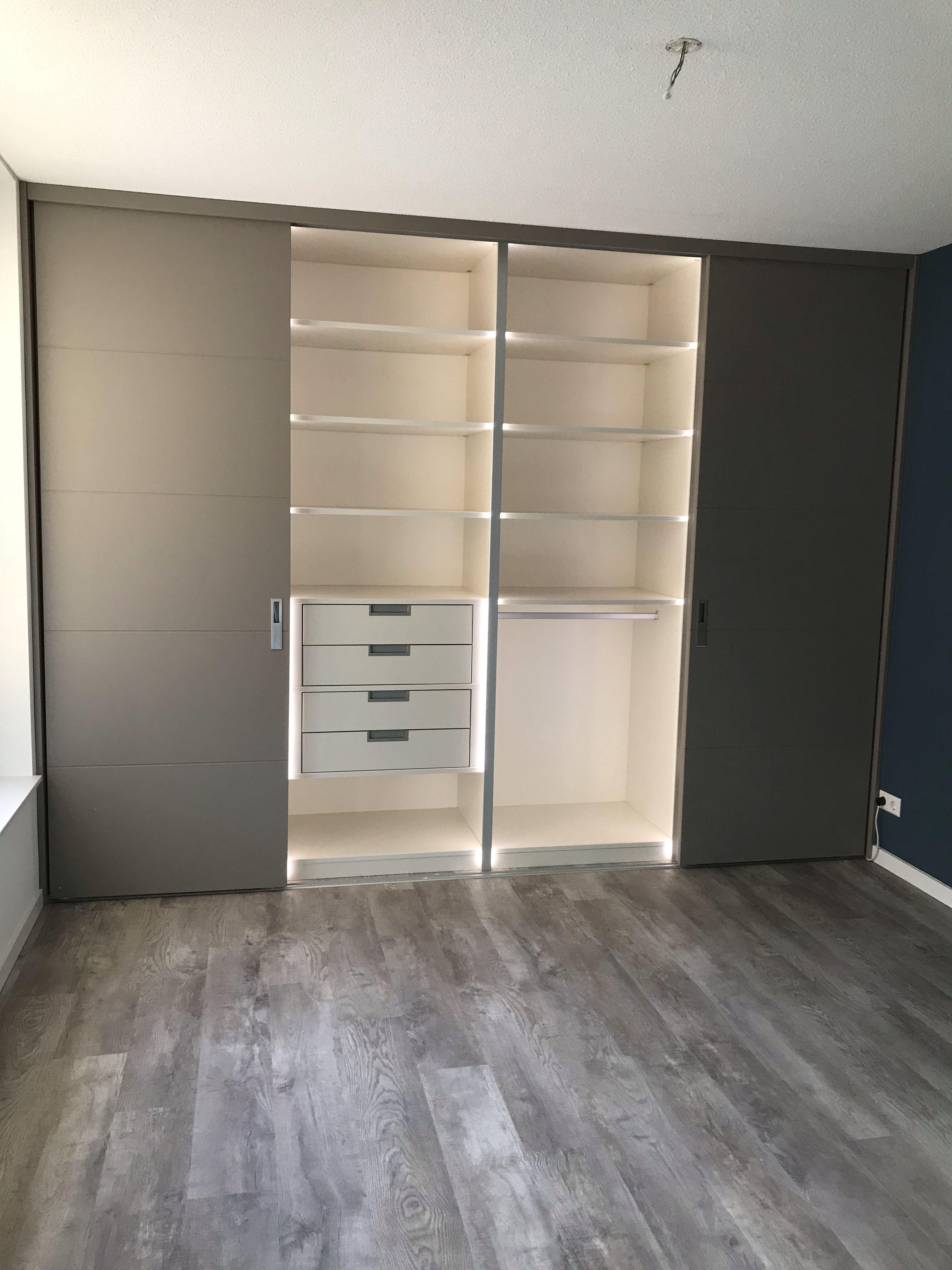 Garderobe Met Schuifdeuren.Garderobekast Met Schuifdeuren Garderobe Kasten In 2019 Locker