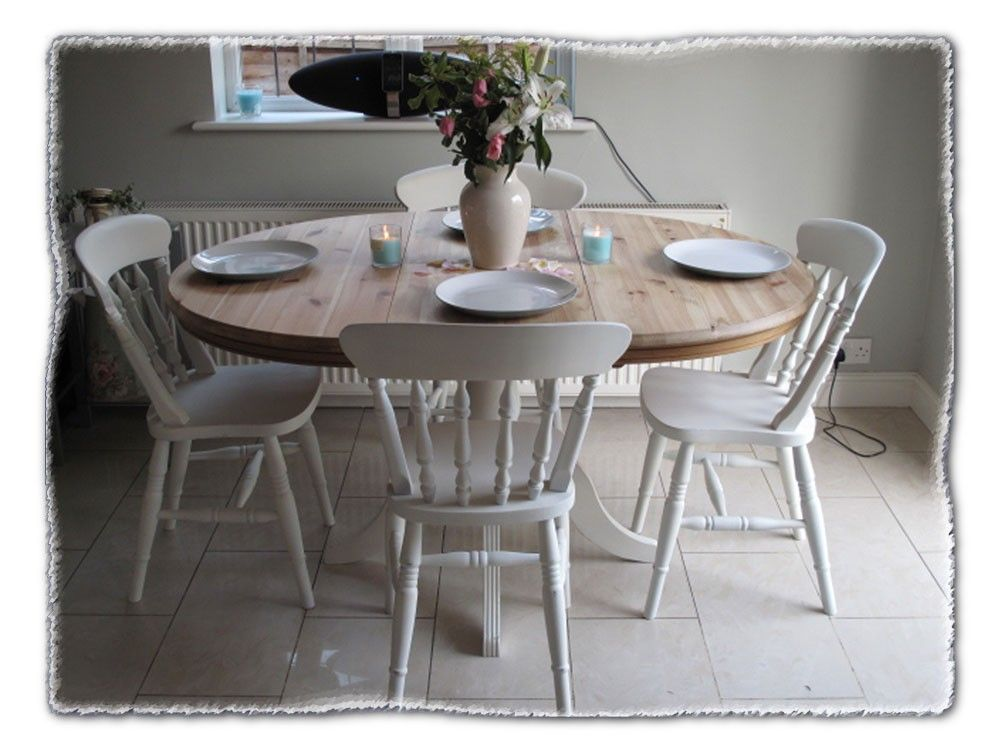 Tavoli Da Cucina Shabby Chic : Round farnhouse shabby chic table chairs chicmouldings