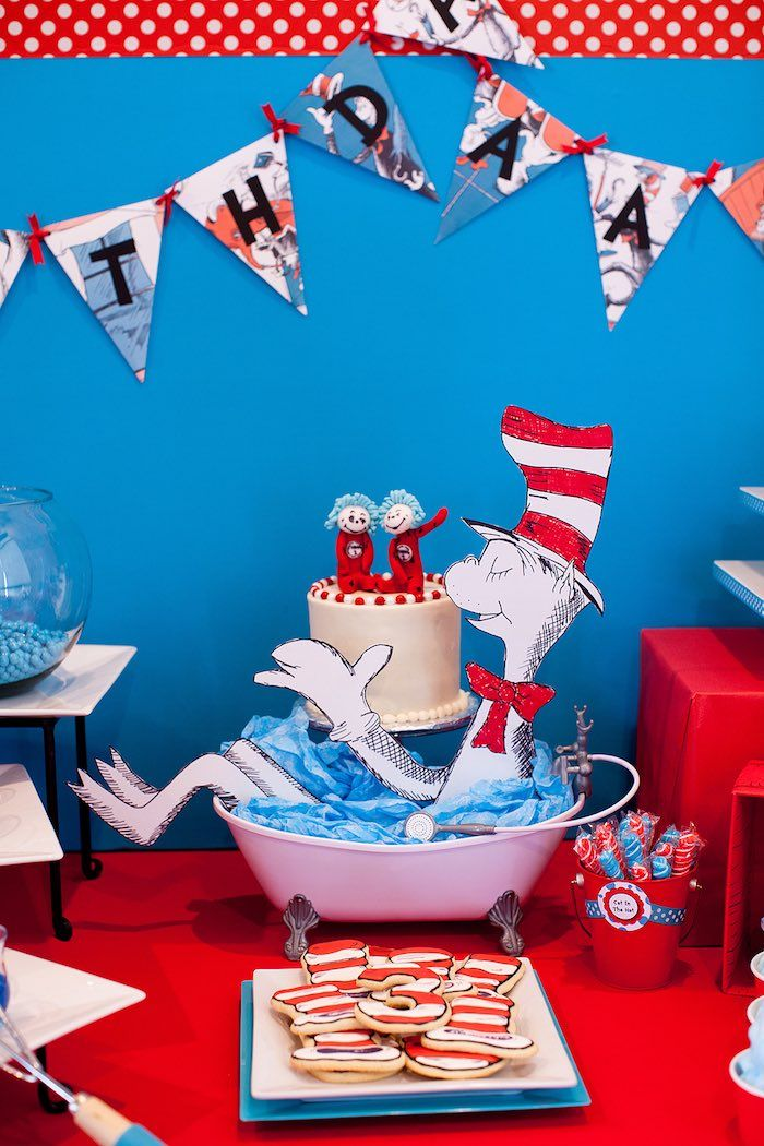Table Decor From A Cat In The Hat Themed Birthday Party Via Karas Ideas