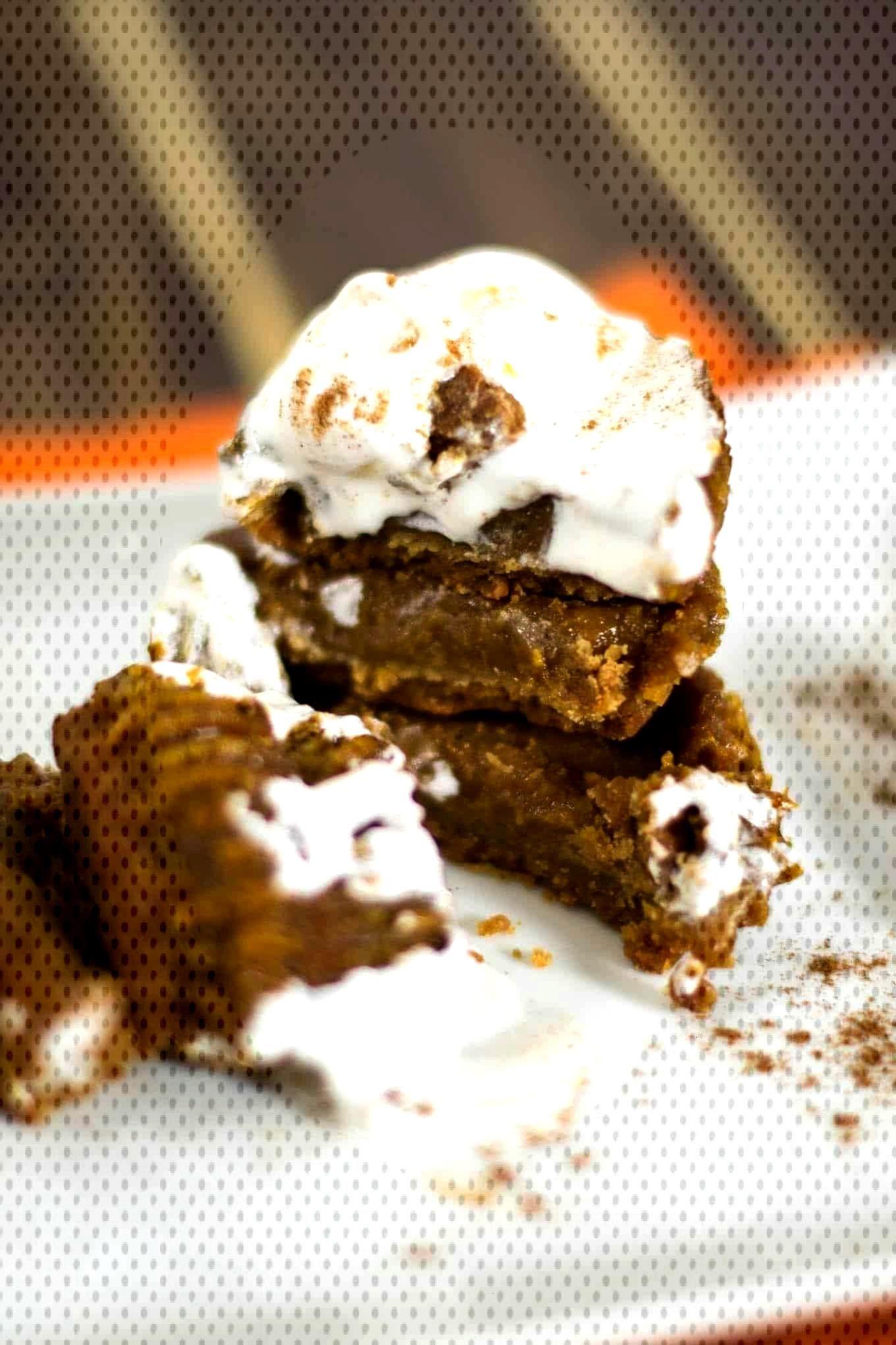 mini vegan pumpkin pies with homemade graham cracker crust - Limmi -