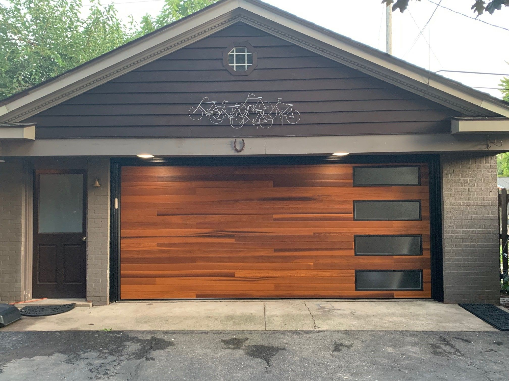 Planks Garage Door In Cedar Accents Woodtones By C H I Overhead Doors Garage Door Styles Garage Doors Modern Garage Doors