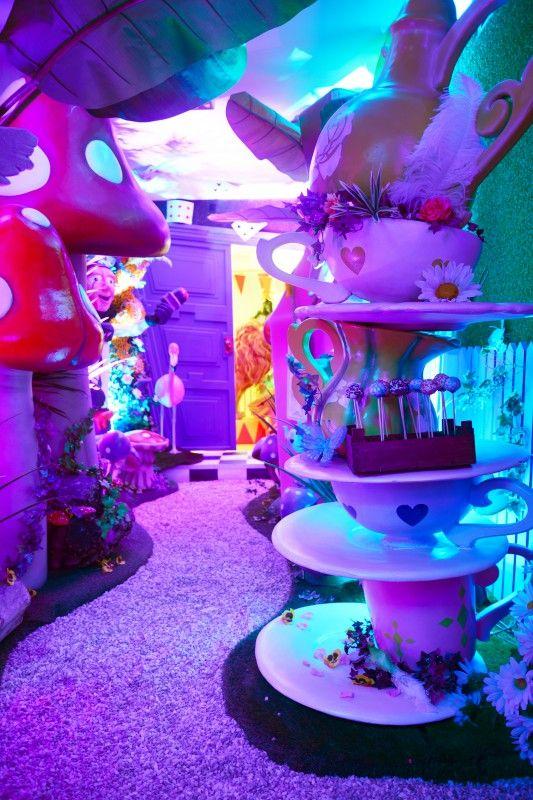 Giant 3d Card Man In 2019 Alice In Wonderland Birthday