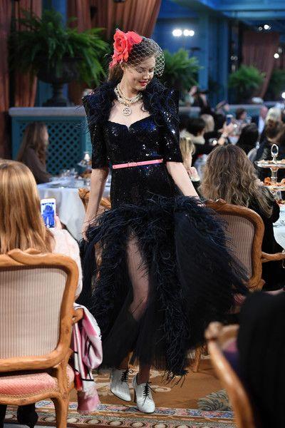feb52e9794b7 Lindsey Wixson - Chanel Pre-Fall 2017 Fashion Show -