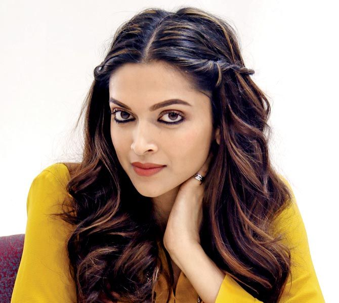 30 Deepika Padukone Jpg 670 599 Indian Hairstyles Deepika Padukone Hair Hair Styles