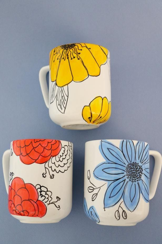 Customize Coffee Mugs With Hand-Drawn Flowers #potterypaintingideas