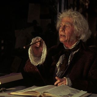 Harry Potter Fans Are Raising Their Wands For John Hurt Who Played Ollivander Harry Potter Film Harry Potter Hermione Granger Harry Potter Films