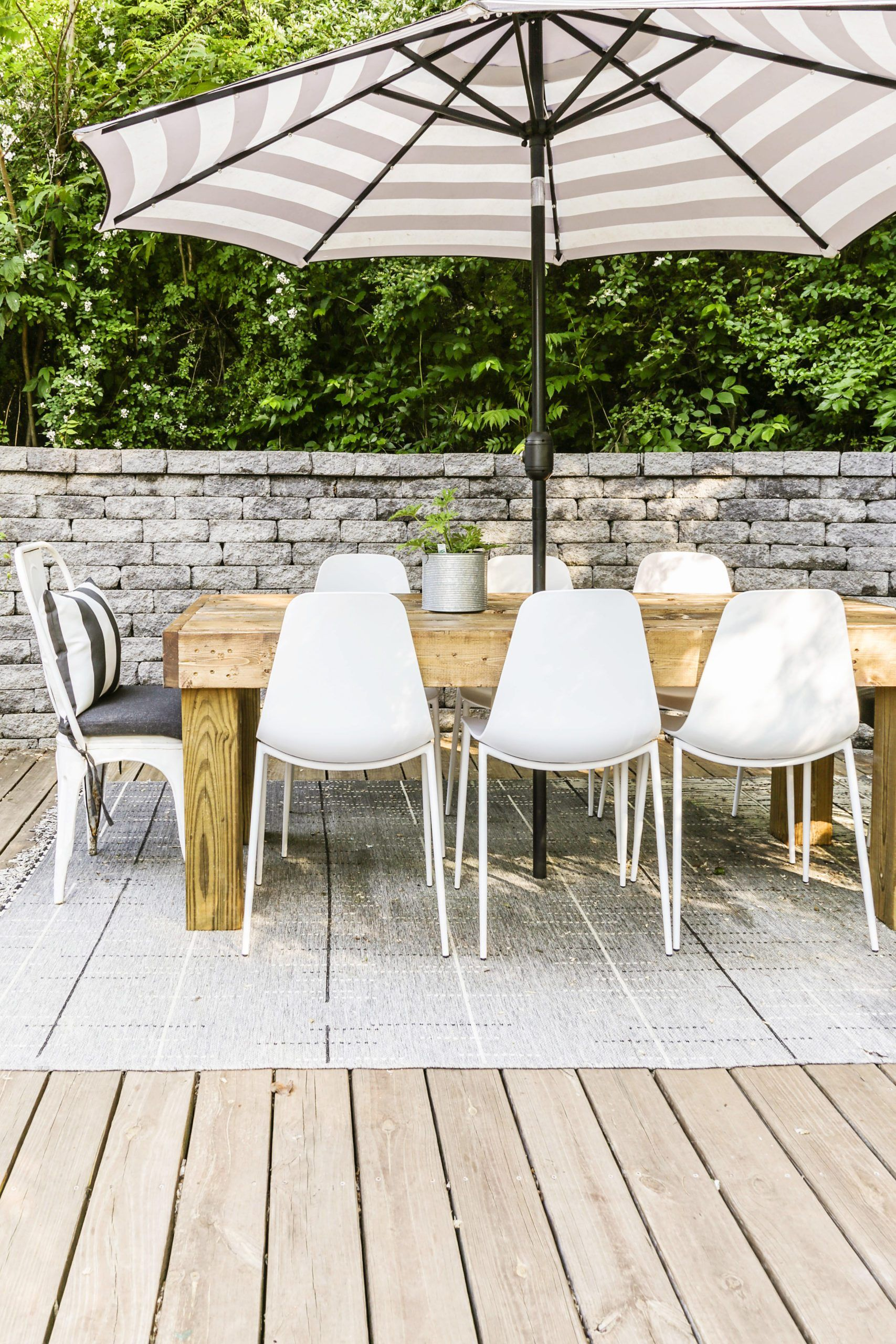 Diy modern farmhouse outdoor dining table on the cheap in