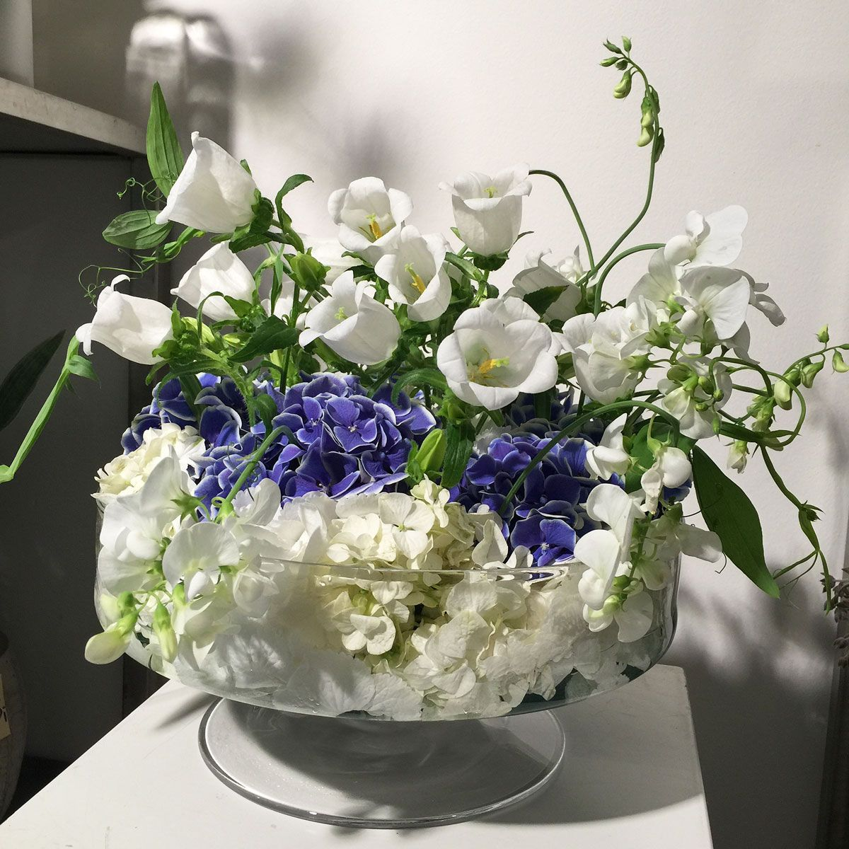 tischdekoration hortensie und lysanthus in glasschale tischdekoration blumen und mehr. Black Bedroom Furniture Sets. Home Design Ideas