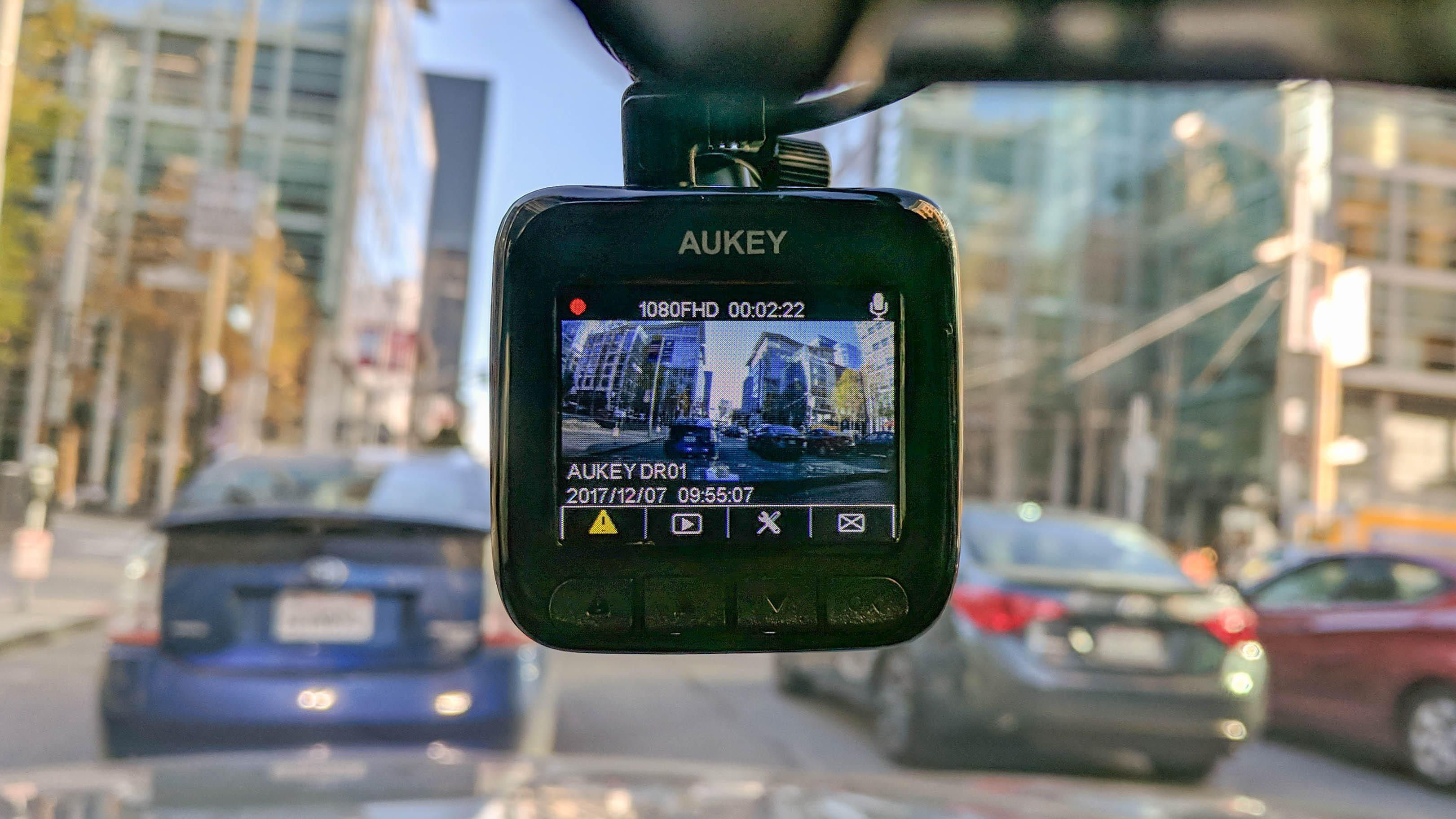 Aukey DR01 is a simple and effective dashboard camera
