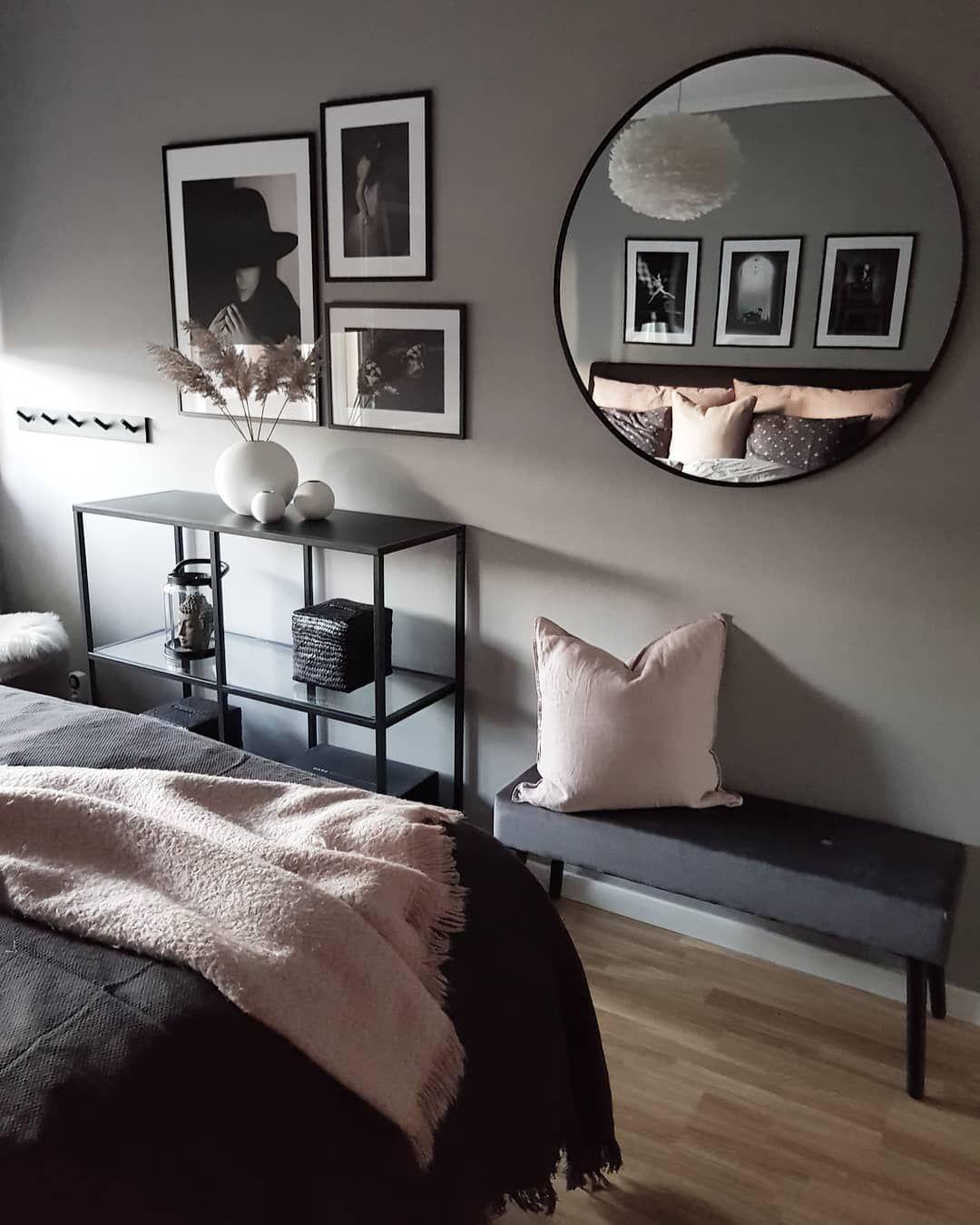 Umage Design Eos tollas lámpája a skandináv hálószobában. Fotó: @js.interior #umage #umageeos #bedroom #bedroomdesign #bedroomideas #bedroomdecor #interiordesign #hálószoba #hálószobaötletek #lakberendezés #lakásfelújítás #lámpa #skandinávlámpa