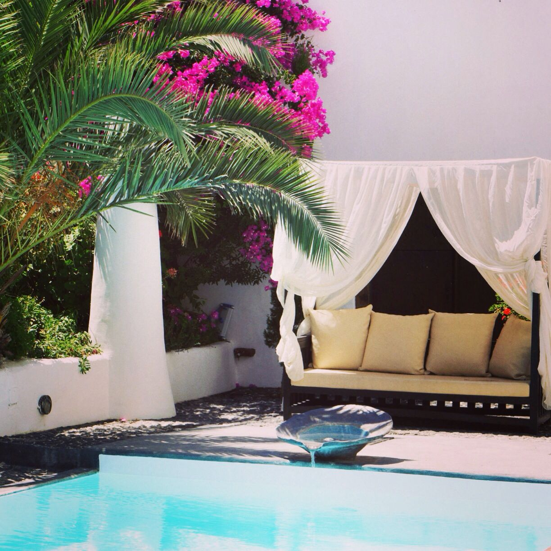 Mansion Sophia, Santorini  www.santoriniheritagevillas.com #santorini #santorinigreece #santoriniisland #santorinivillas #santoriniheritage #lifo #greece #travel www.facebook.com/santoriniheritage