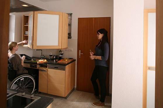Barrierefreie Küche die barrierefreie küche aus massivholz für rollstuhlfahrer alle