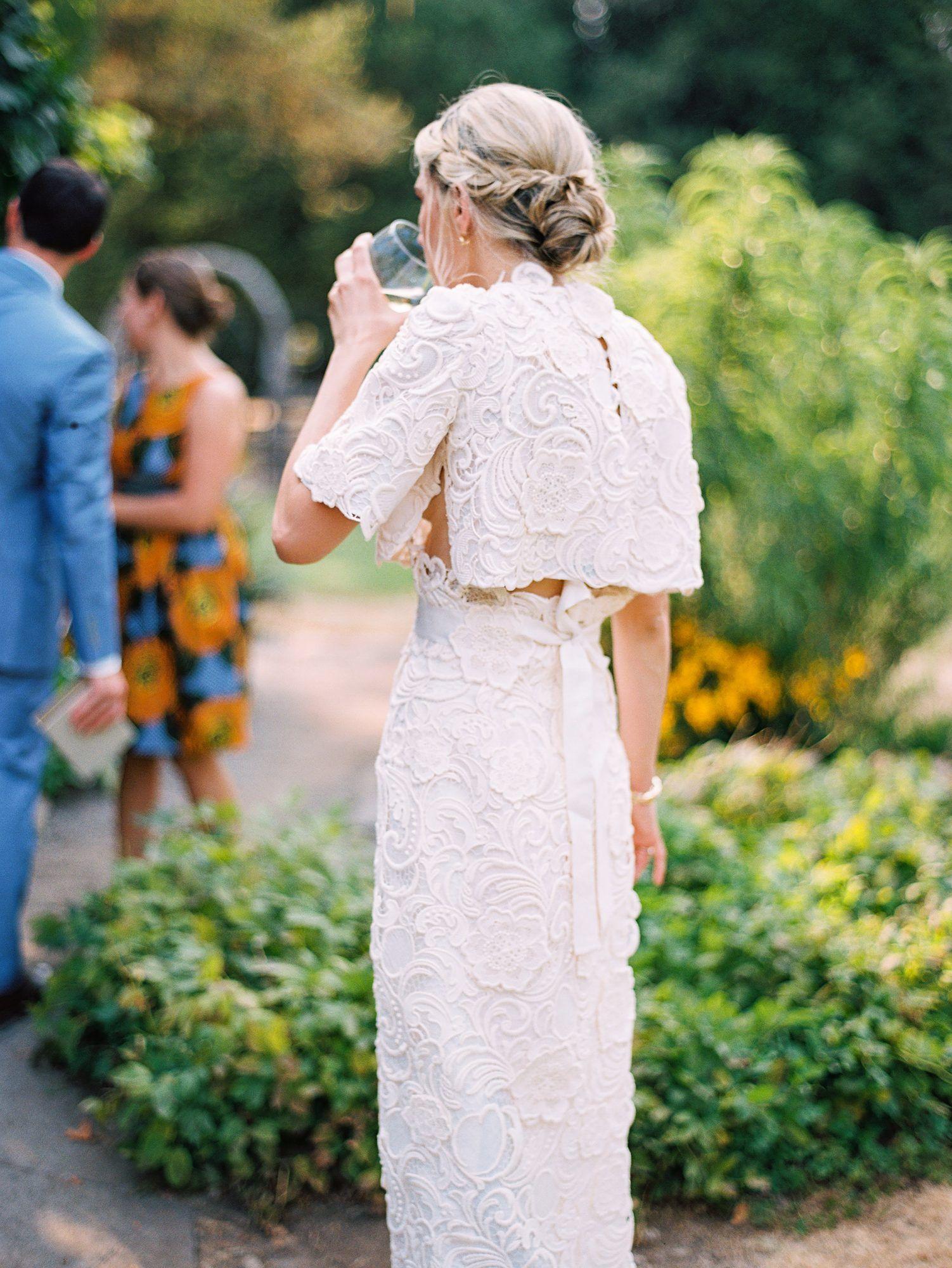 20 accesorios de boda llamativos usados por novias reales  – Boda