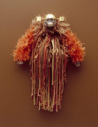 Felieke van der Leest 2004 Zeeland Girl brooch textile, plastic, gold 15 x 10 x 5 cm